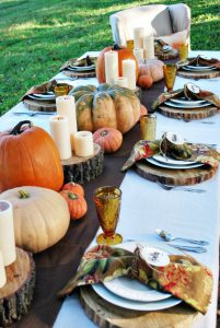 rustic-thanksgiving-outdoor-tablesscape-via-whitestylebuffaloco