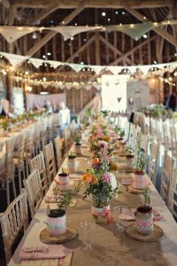 indoor-barn-wedding-decor-ideas-with-light